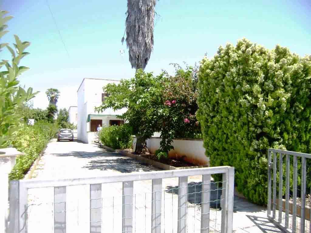 Torre dell'Orso Villetta DUPLEX ampio giardino si affitta ml 750 spiaggia. Cod. TD0 014