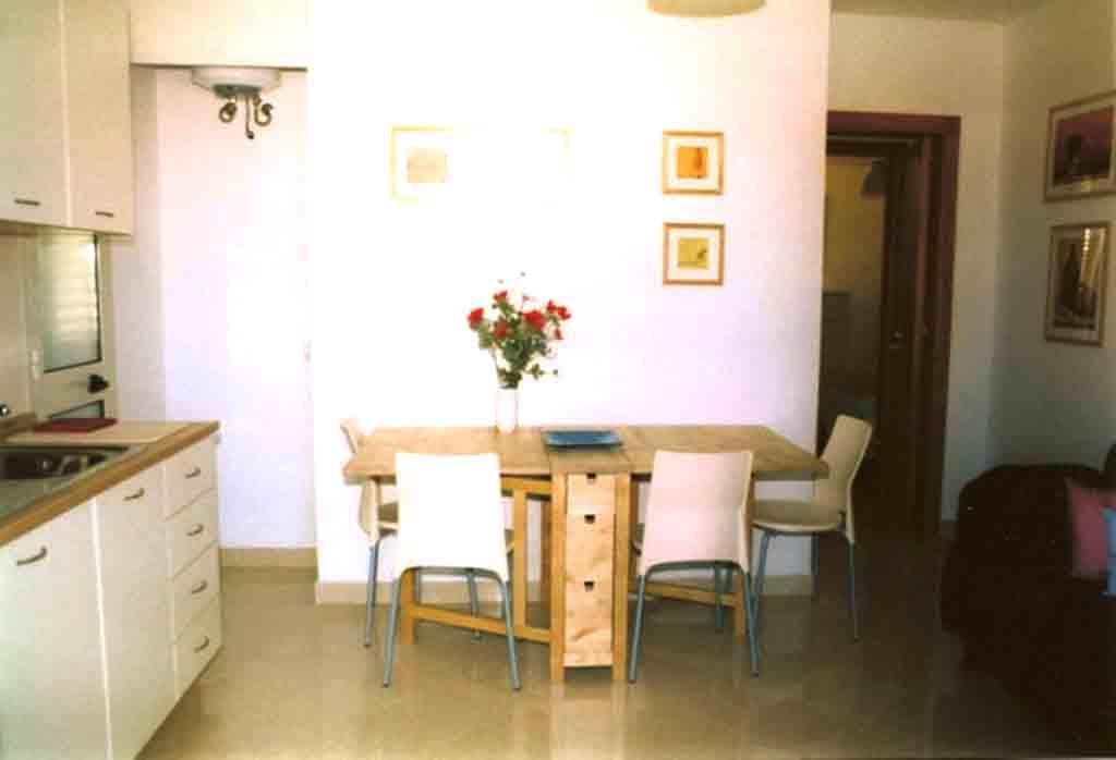 Appartamento P.P. di una villa ml 1050 dalla spiaggia di Torre Saracena. Cod. TS 001