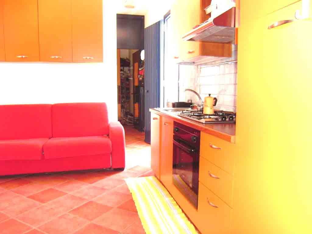 Appartamento in affitto piano primo ml 350 spiaggia  Torre dell'Orso. Cod TDO 115