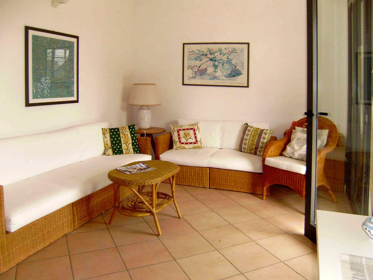 TORRE DELL'ORSO direttamente sulla spiaggia si affitta prestigioso appartamento. Cod. TDO 099