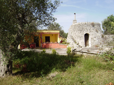SAN FOCA Casa rurale su lotto di terreno di mq 3600